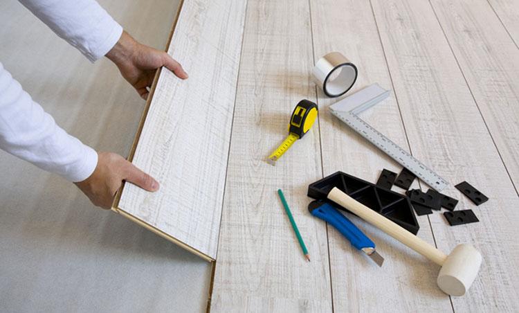 thi công sàn gỗ công nghiệp đòi hỏi phải đầy đủ dụng cụ