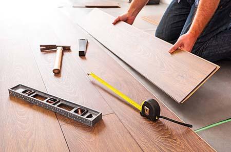 Chia sẻ kinh nghiệm lắp đặt sàn gỗ trên nền gạch men cũ
