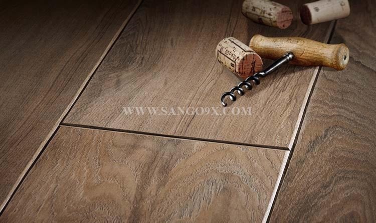 Ván sàn gỗ công nghiệp có lau được nước không