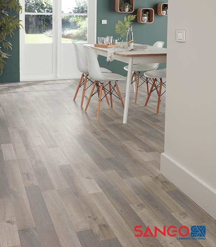 Lát sàn gỗ công nghiệp cho tầng 1