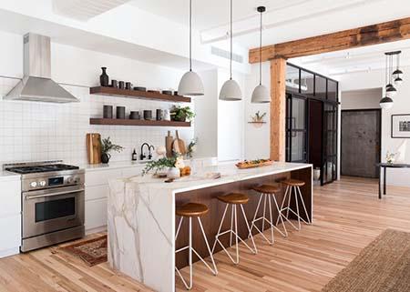 Có nên lắp đặt sàn gỗ công nghiệp cho nhà bếp không?