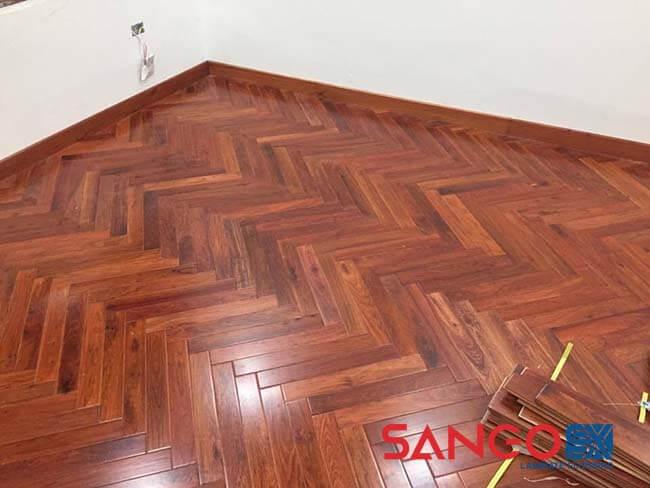 Nên lát sàn gỗ công nghiệp hay sàn gỗ tự nhiên