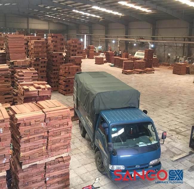 Nên lát sàn gỗ công nghiệp hay tự nhiên cho nhà ở