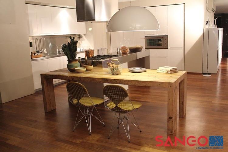 Cách chọn mẫu sàn gỗ công nghiệp cho phòng bếp đẹp như mơ