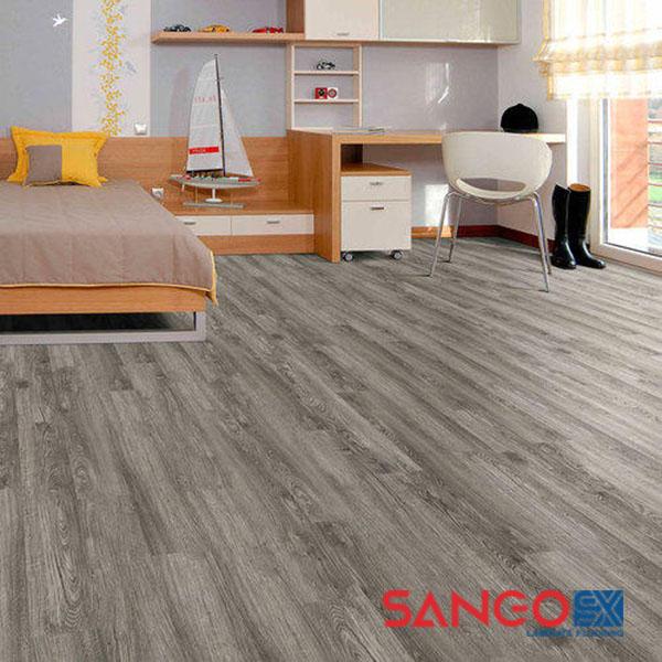 So sánh chất lượng giữa sàn nhựa vân gỗ và sàn gỗ