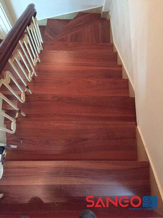 Mặt bậc cầu thang gỗ công nghiệp đã thi công xong