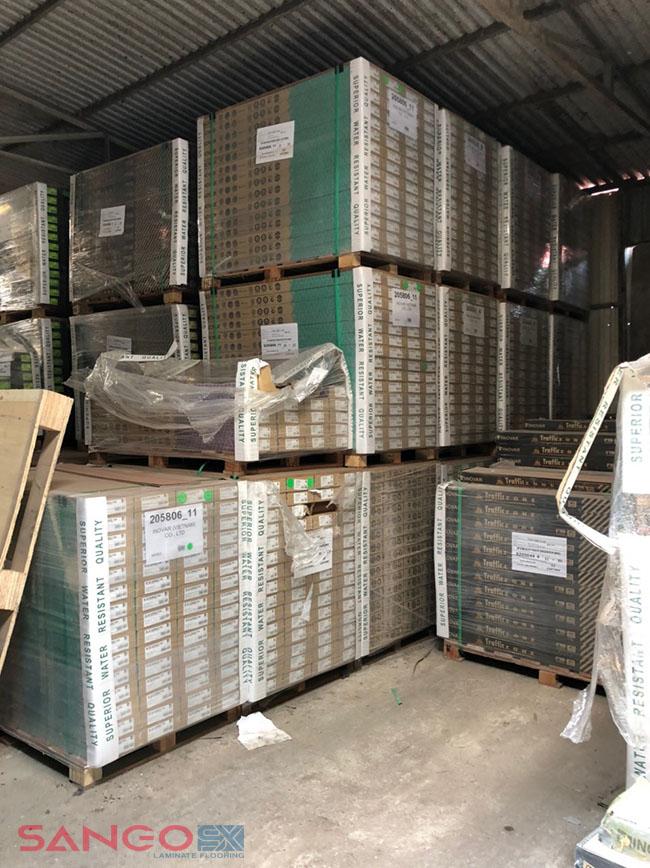 Sàn gỗ công nghiệp Inovar tại kho